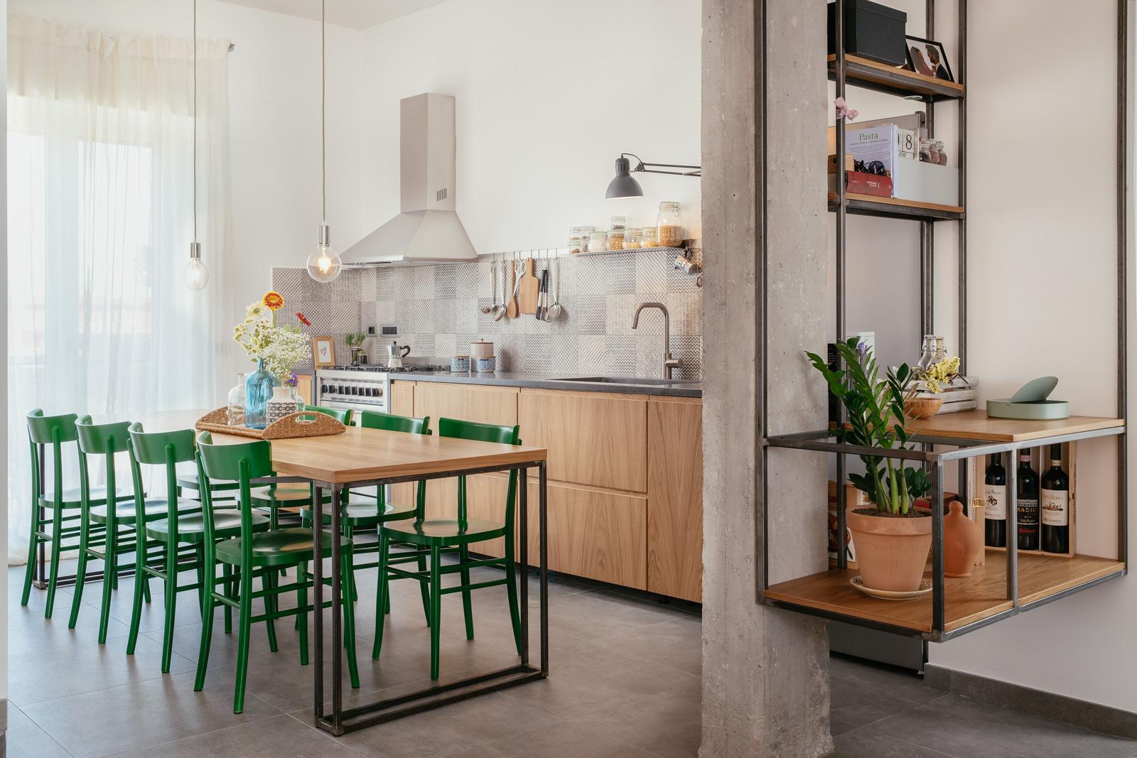 appartamento ristrutturato casalnuovo di napoli struttura in ferro libreria parete attrezzata